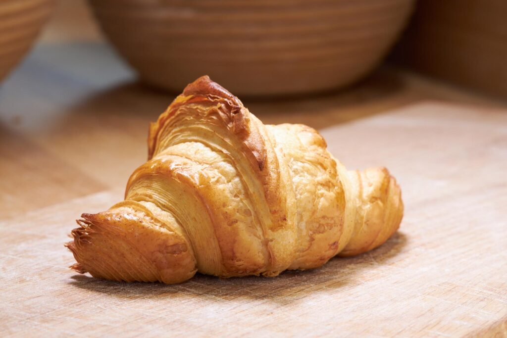 Blättriges Buttercroissant